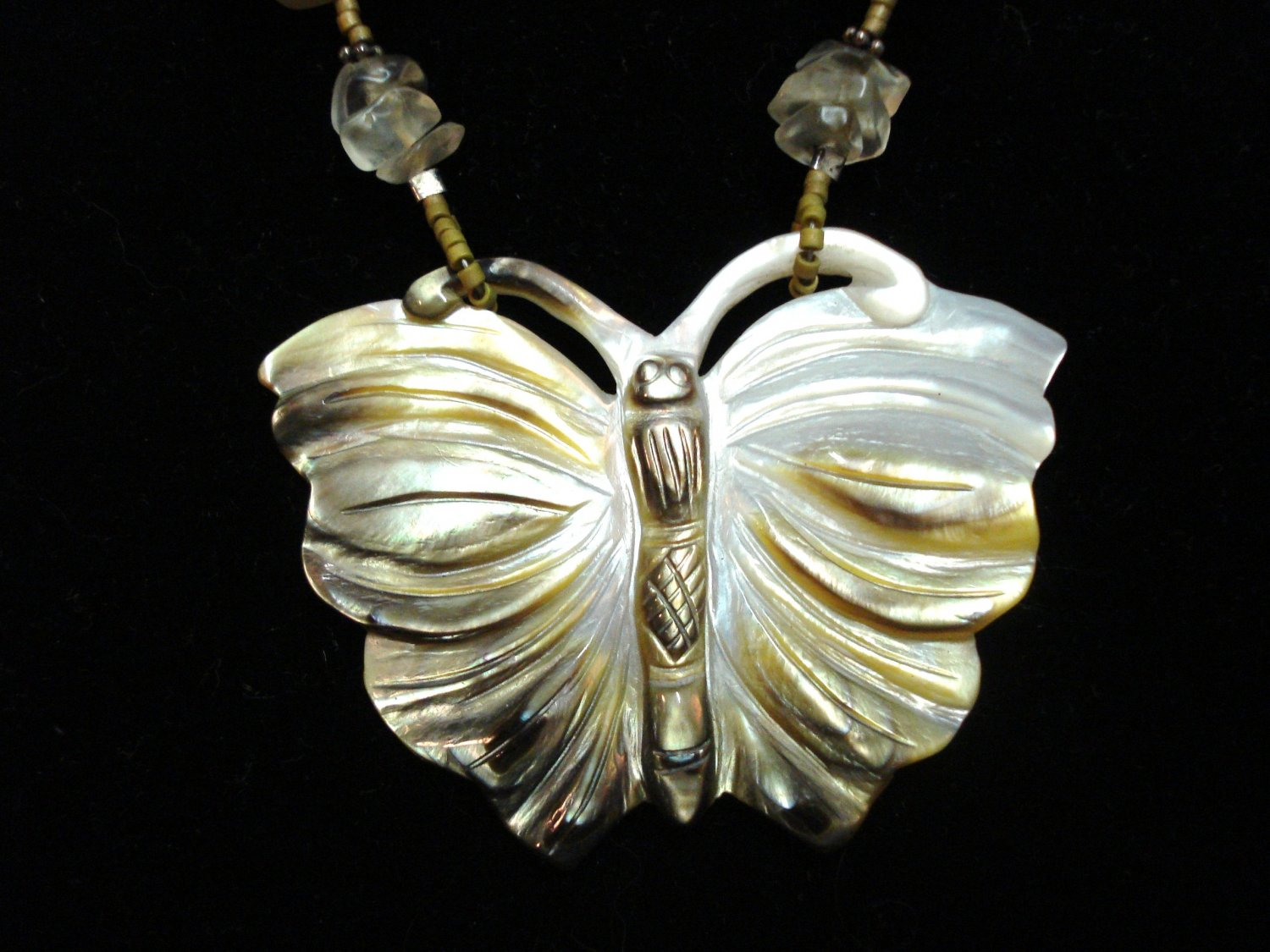 Agate chunks and shell butterfly pendant necklace vintage ll3231
