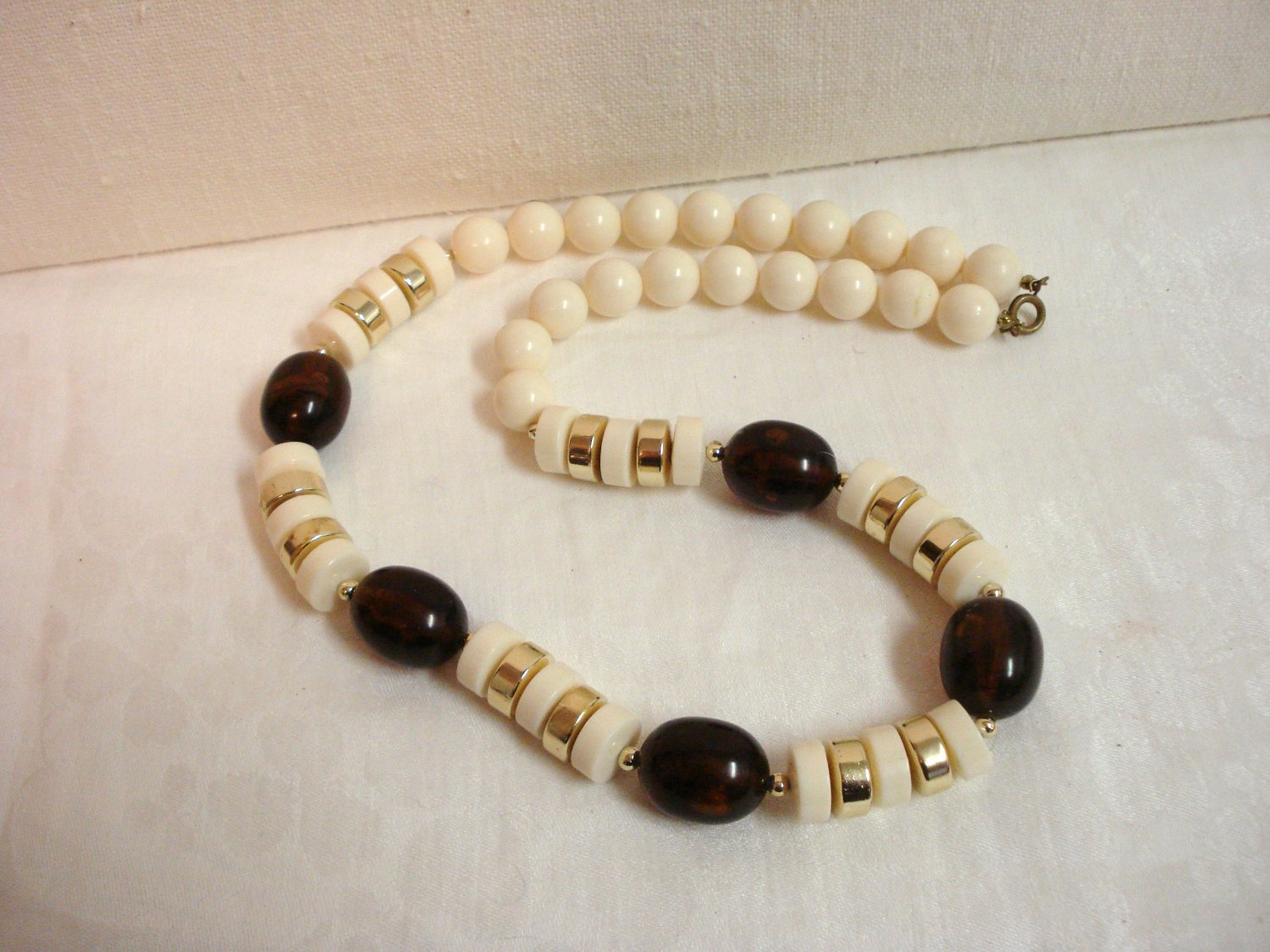 Mixed Lucite plastic bead necklace white, root beer, gold opera length vintage ll3254