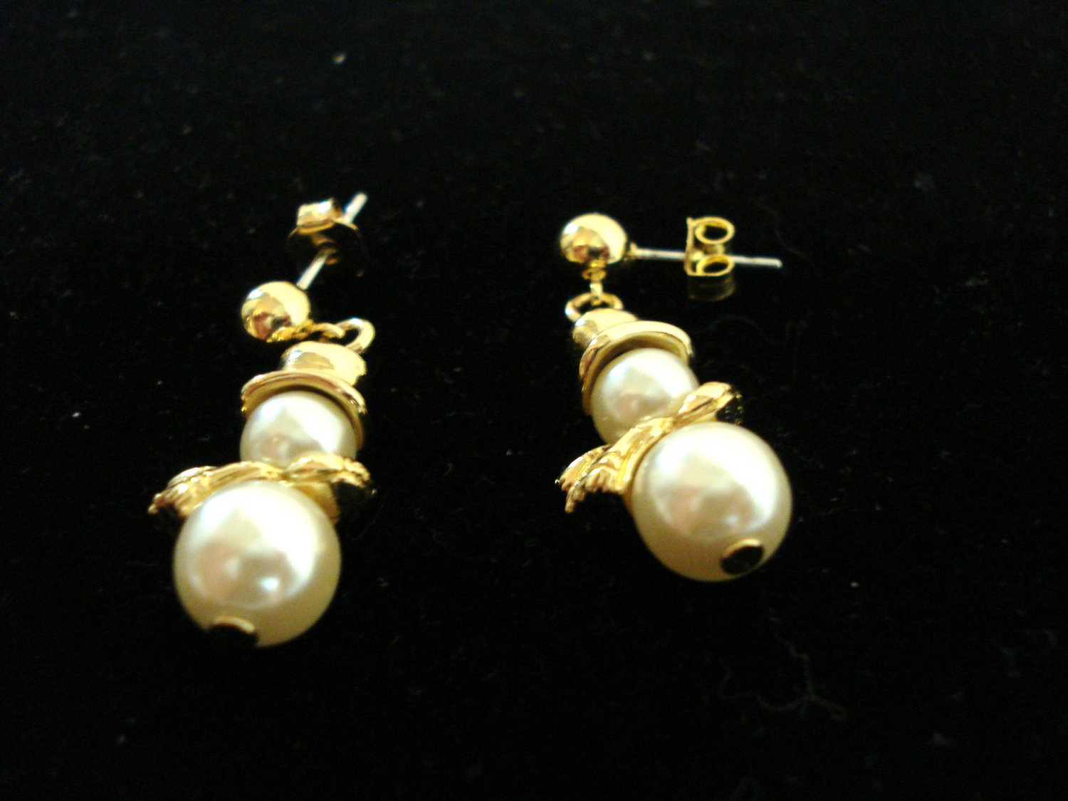Snowmen drop pierced earrings with faux pearls gold plate preowned ll3261
