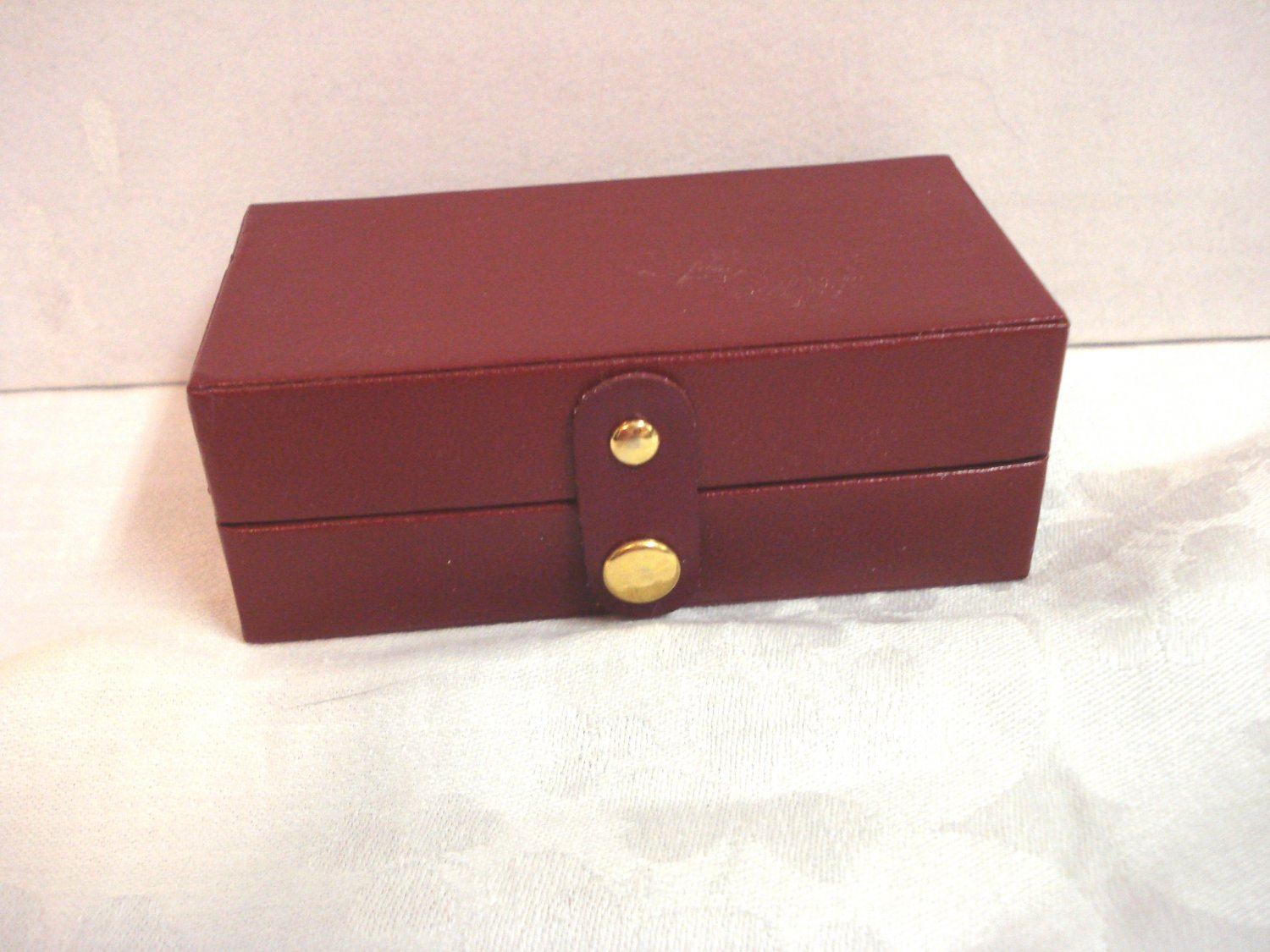 Leatherette and faux suede travel jewelry box burgundy pre-owned ll3277