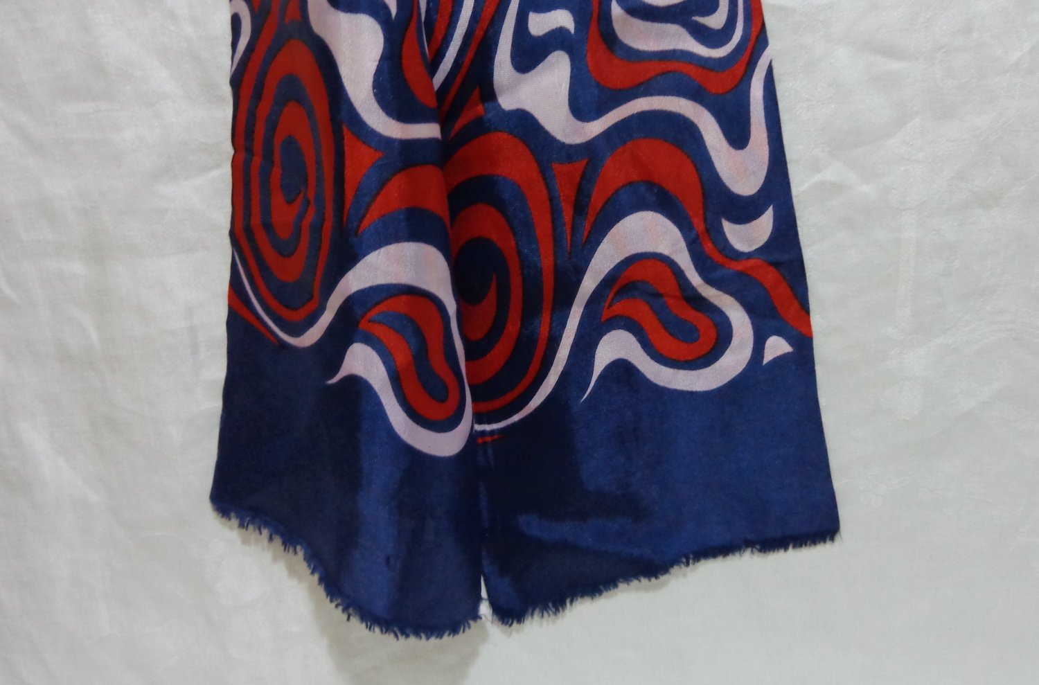 Hudson's Bay double thick silk scarf free form design red white blue ll3311