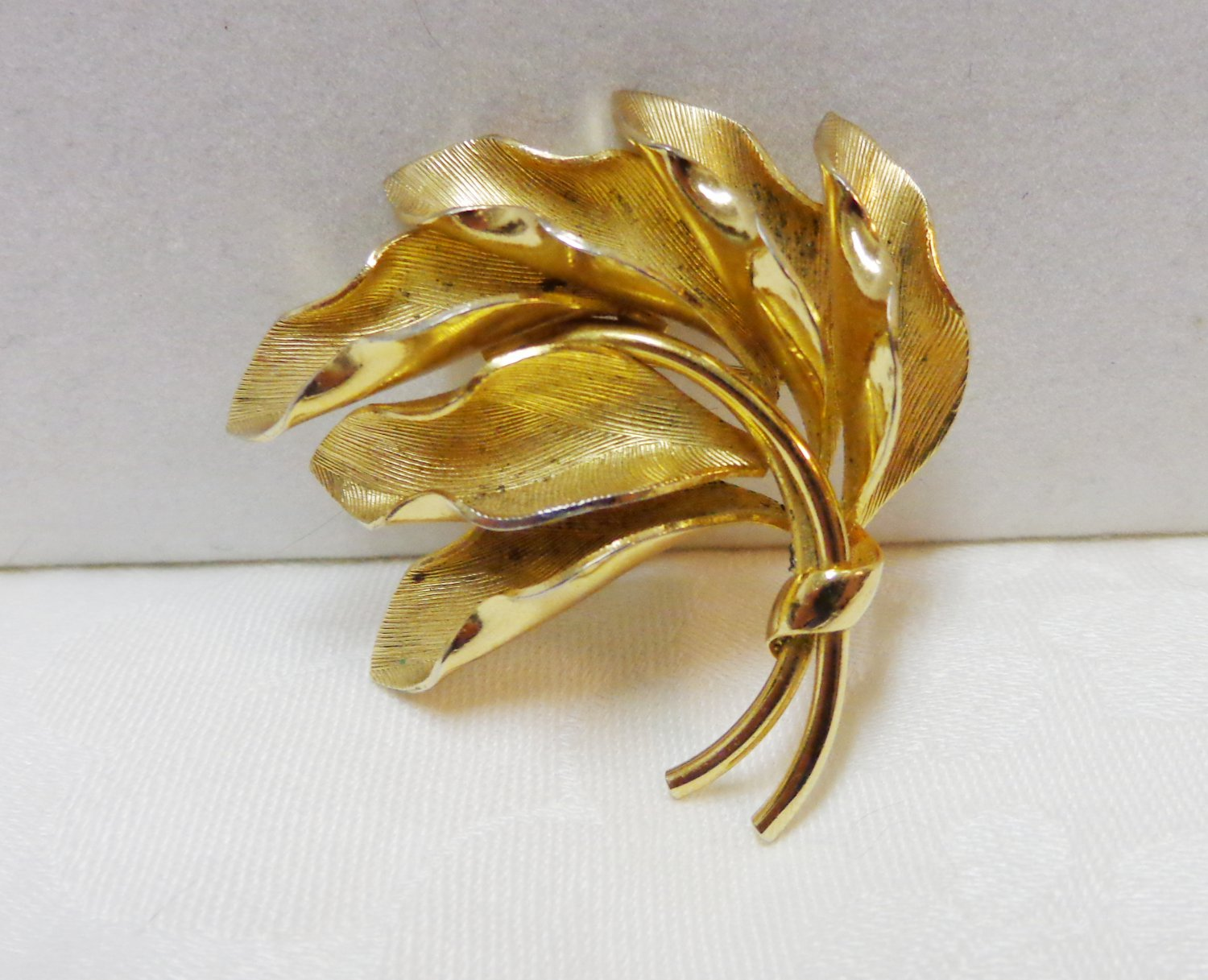 Gold plated brooch Henkel and Grosse Germany windswept branch vintage ll3319