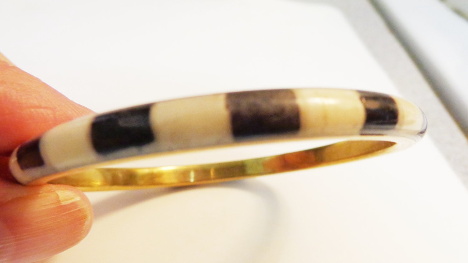 Mother of pearl on brass bangle bracelet vintage ll3315