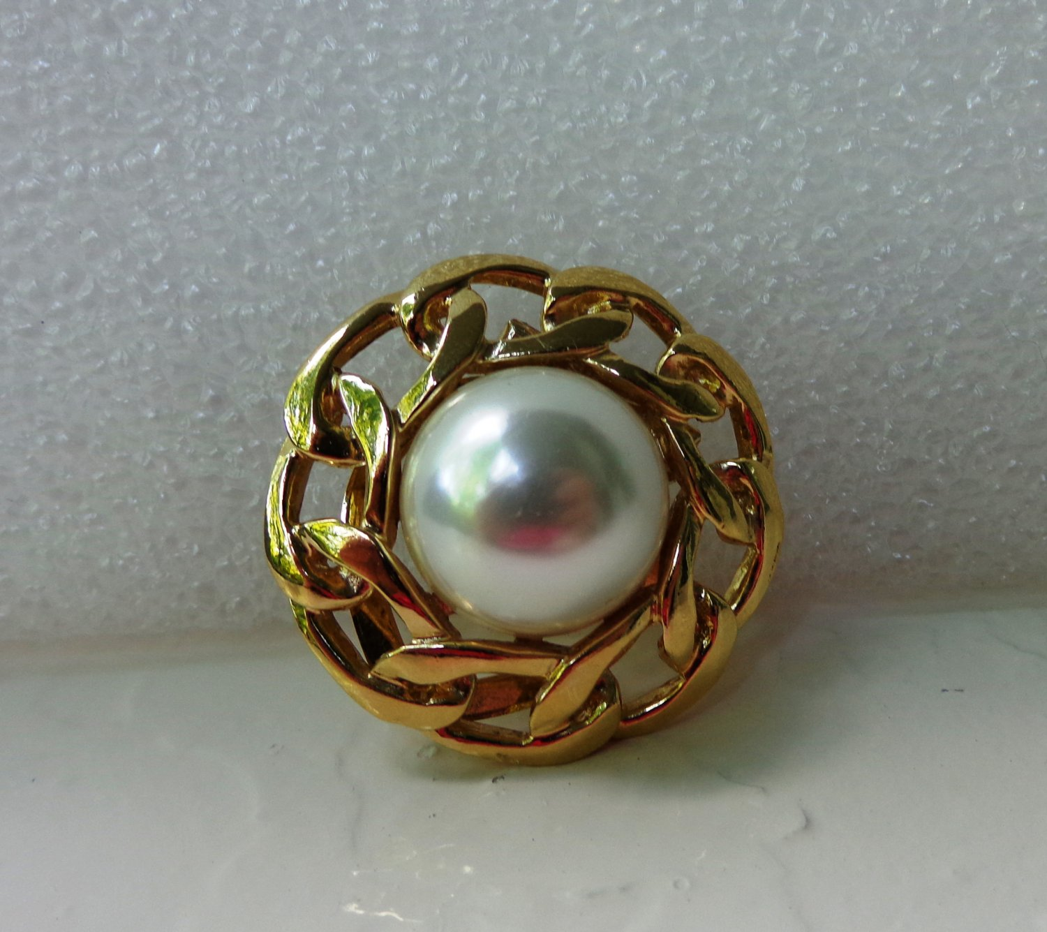 Butler faux mabe pearl and gold chain link scarf clip vintage ll3344