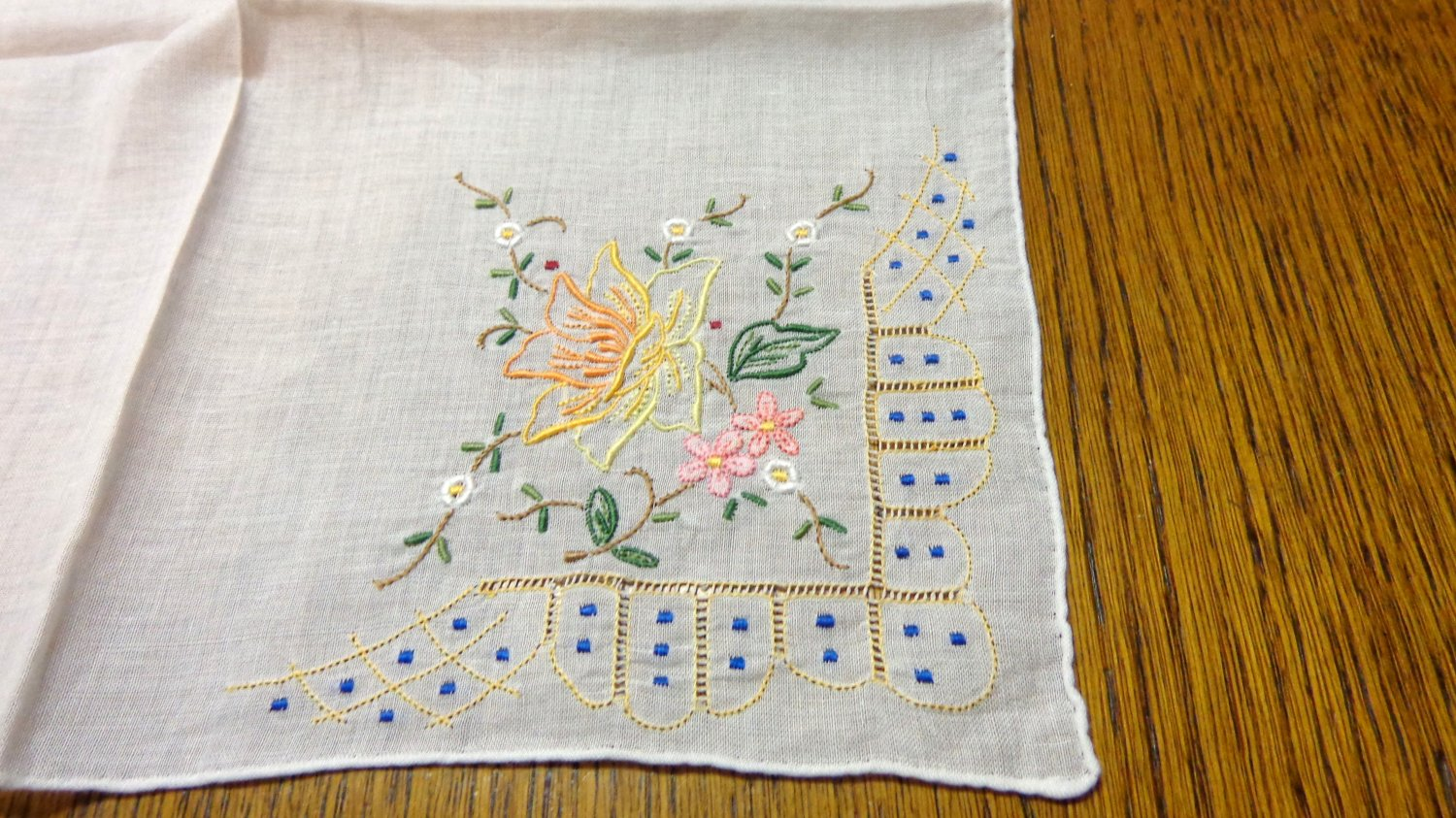 Handmade embroidered linen hanky rolled hem tiny delicate threadwork vintage ll3346
