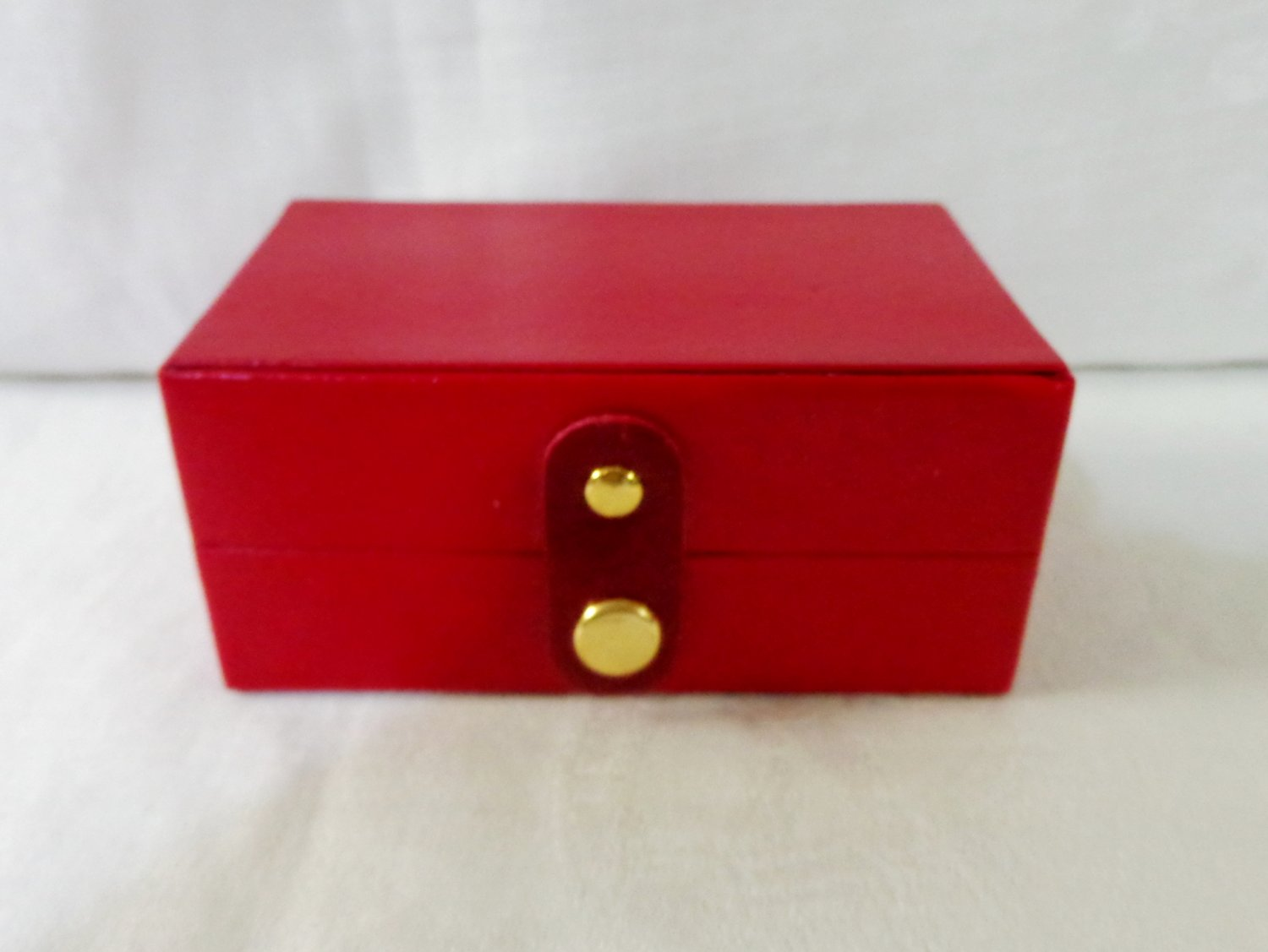 Small travel or purse sized jewelry box red leatherette pre-owned ll3371