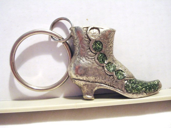 High topped button shoe key ring pewter charming vintage ll2582
