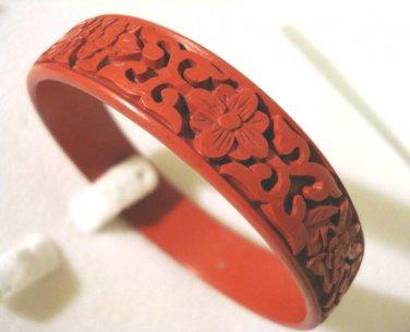 Faux cinnabar bangle bracelet floral motif red vintage ll2870