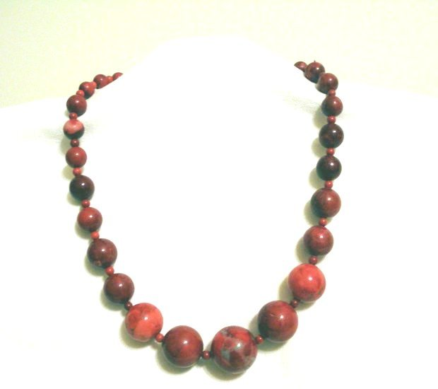 Red jasper necklace graduated beads 18 inches vintage ll2344