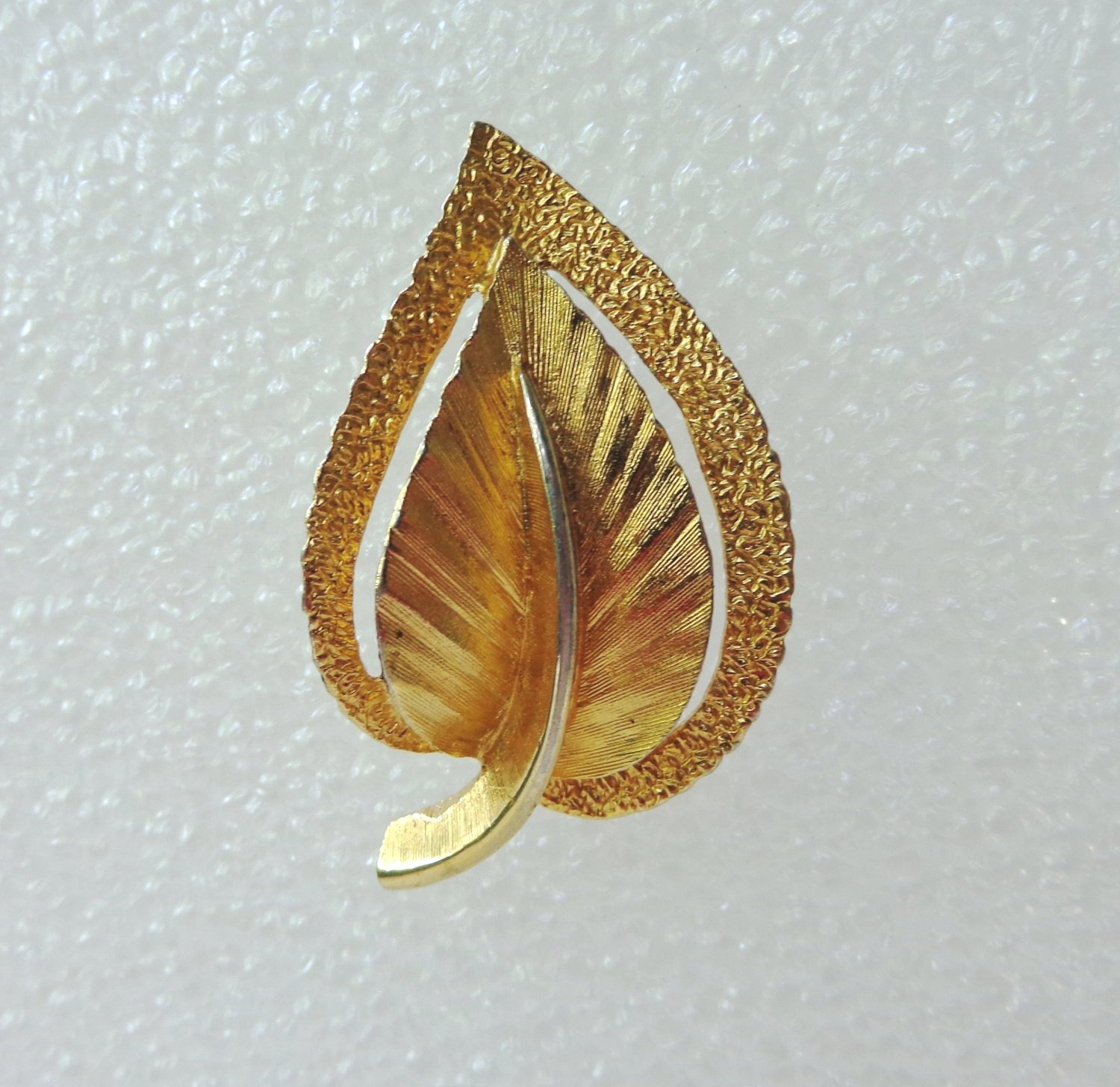 Gold tone leaf brooch mixed textured numbered excellent vintage pin ll3353