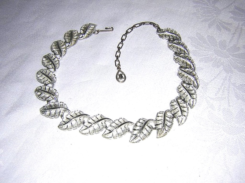 Silver leaves link necklace with extender chain 1950s-60s vintage jewelry ll2008