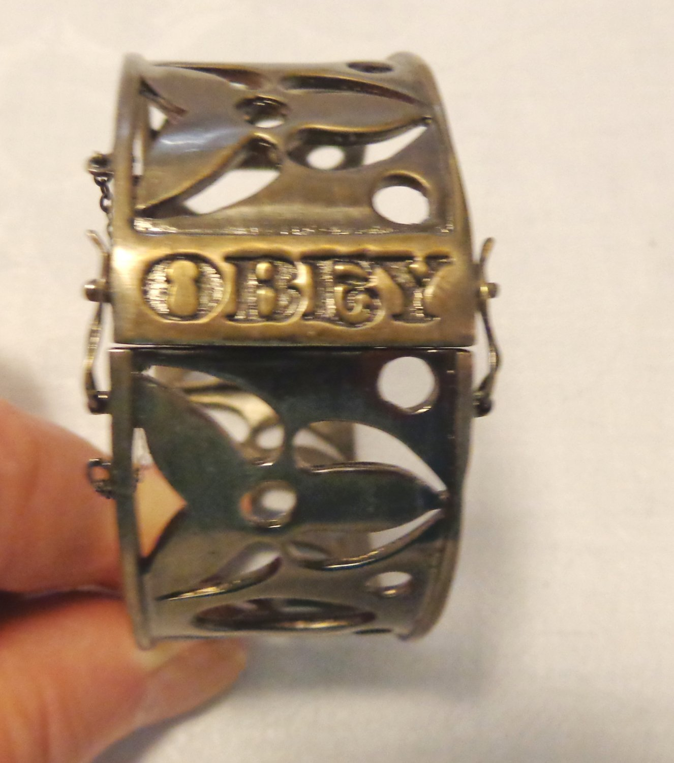 Hinged bangle slave bracelet steel OBEY for child or small person pre-owned ll3540