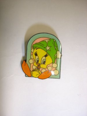 New cute Tweety Bird pattern #01 badge lapel hat pin birthday party gift