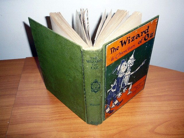 The Wizard of Oz 5th edition 1st state printed in 1920s by Bobbs Merrill. 16 color plates.