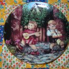 Private Parade Collector Plate M.I. Hummel Little Companions What A BEAUTY Shipping Special