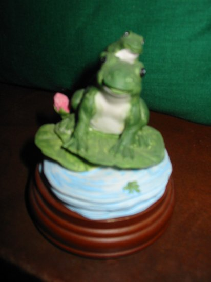 Frog With Baby On Back Pink Flower Musical Westland How Cute