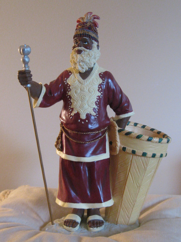Serengeti Santa Figurine / Display Complete With Box House Of Lloyd Christmas Around The World