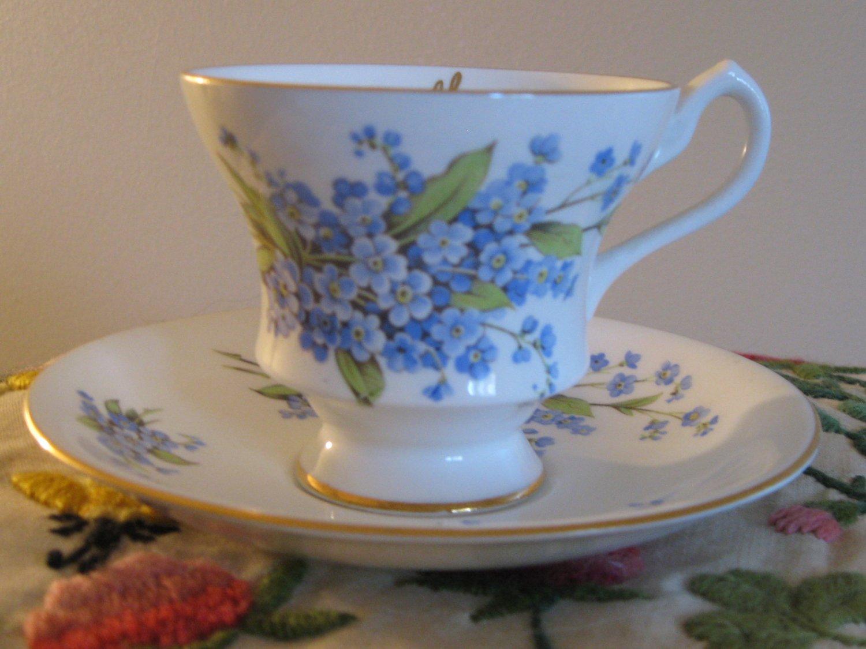 Souvenir Banff Canada Windsor Blue Floral Cup & Saucer Bone China England Gold Trim