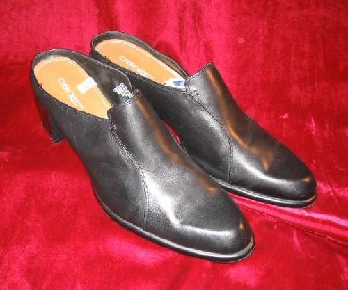 Like New Cherokee Black Leather Clogs Sandals SlipOn 11