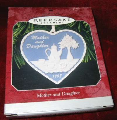 1998 Hallmark Ornament Mother and Daughter QX6696
