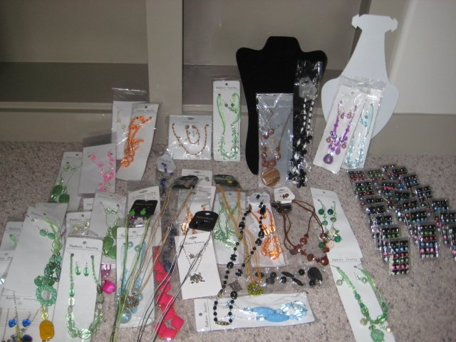 NEW WHOLSALE 381 PIECES JEWELRY SETS WITH DISPLAY CASES
