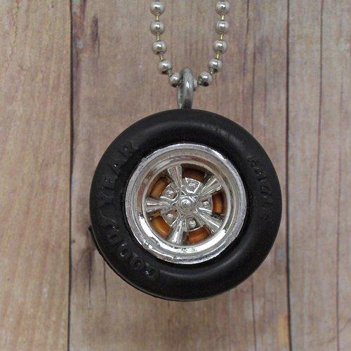 Tangerine Goodyear : Wheel Necklace