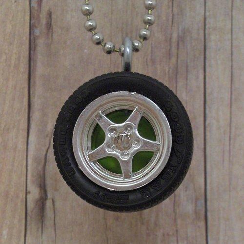 Green : Wheel Necklace