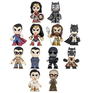 Batman vs Superman: Dawn of Justice 4 random pieces Mystery Minis Vinyl Figures