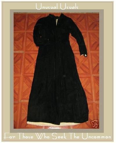 VINTAGE LONG HOODED BLACK VELVET COAT JACKET CAPE SMALL S