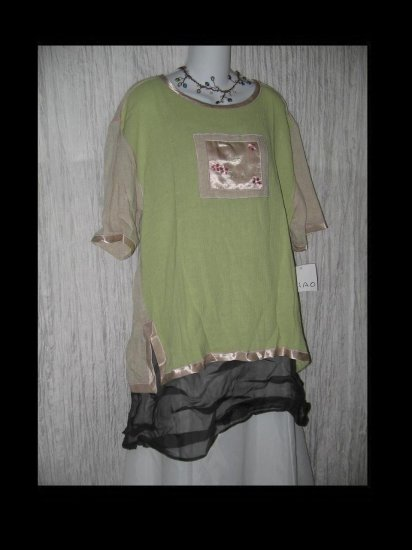 NWT Xiao Boutique Nothing Matches Floral Tunic Top Large L
