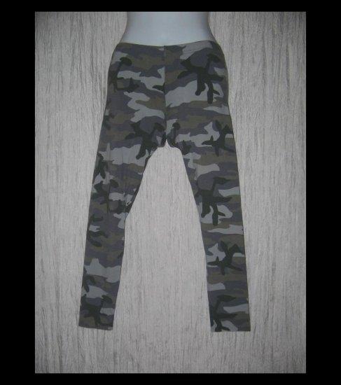 Xhilaration Funky Green Camo Cotton Leggings Pants Medium M