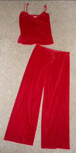 THE PAJAMAGRAM Red Velvet Cami and Loungewear Pants Ladies Medium