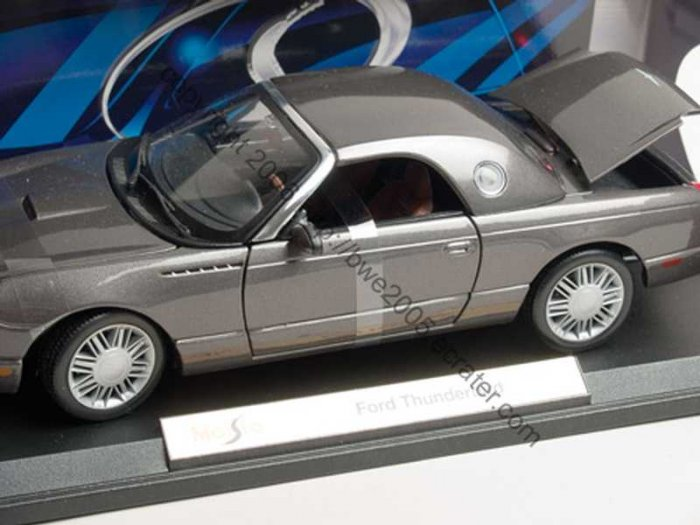 Ford Thunderbird by Maisto 1:18 Diecast Metal Car Automobile Enthusiast Collectors