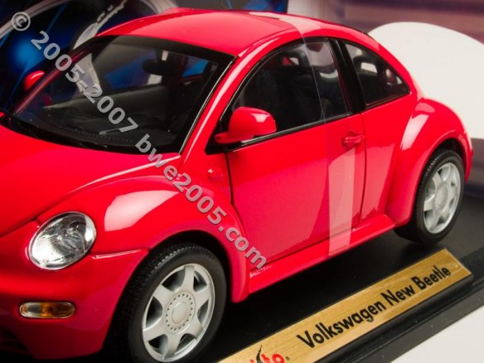 New Beetle Volkswagen Maisto 1:18 Diecast Metal Car Automobile Enthusiast Collectors
