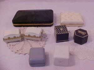 8 VINTAGE JEWELRY BOXES RINGS & STETSON CASE