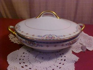 NORITAKE china WELLESLEY Pat. 68476 Round Covered Vegetable Bowl with Lid