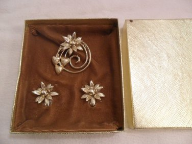 Vintage hearts and flowers Brooch/Clip Earrings gold tone