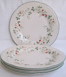 Pfaltzgraff Winterberry Plates pleasuresntreasures