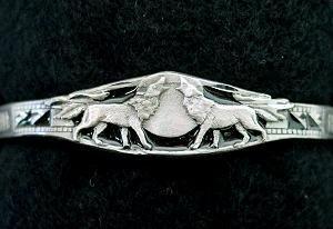 Biomagnetic Bracelet - Howling Wolves