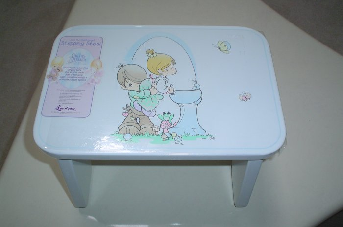 "PRECIOUS MOMENTS BABY COLLECTION ""JUST THE RIGHT HEIGHT"" STEPPING STOOL by LUV N' CARE - BRAND NEW"