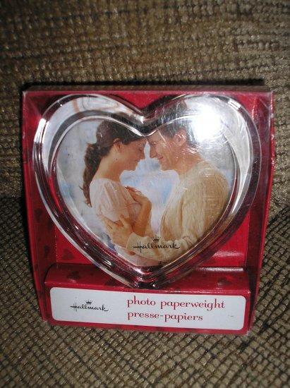 HALLMARK GLASS HEART (VALENTINE) PHOTO PAPERWEIGHT - BRAND NEW IN BOX!
