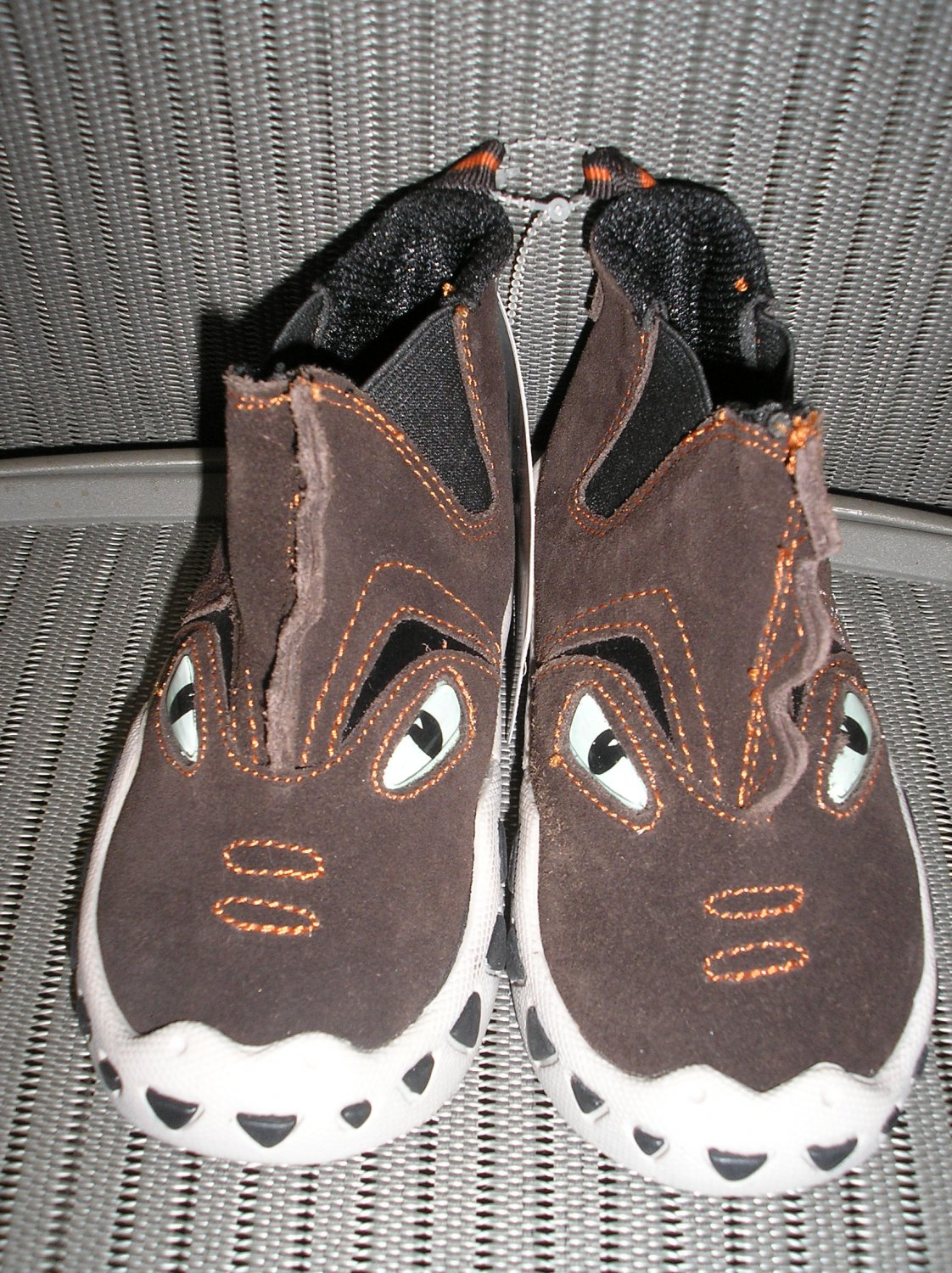 """POLLIWALKS KIDS """"TOYS FOR FEET"""" BROWN SUEDE """"CHOMPER"""" SLIP ON BOOT/SHOE - SIZE 8 - BRAND NEW!"""