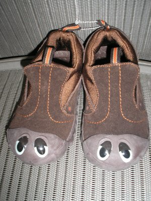 "POLLIWALKS KIDS ""TOYS FOR FEET"" BROWN SUEDE SLIP ON SHOES - SIZE 8 - BRAND NEW!"