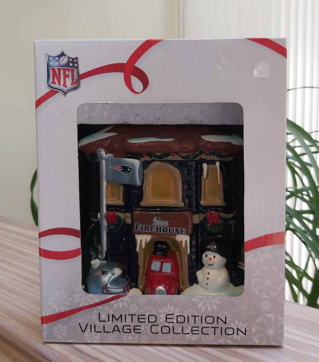 Forever Collectibles Christmas Village New England Patriots NFL Football Firehouse Ceramic Building!