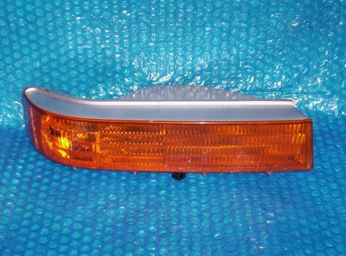 FORD F250 1993   Front Turn Signal  RH           stk#(1026)