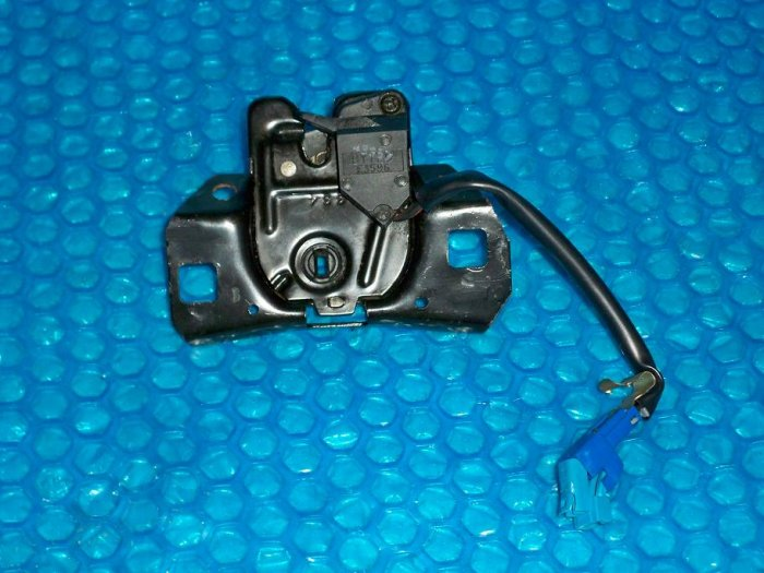 Monte Carlo 1995 - Trunk Latch  stk#(1229)