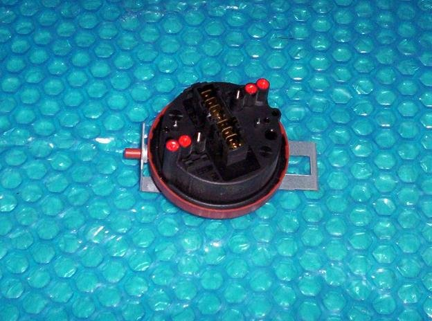 Maytag Water level pressure switch Part number: 22002994 stk#(1339)