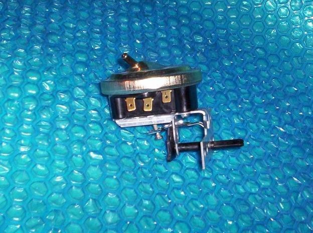 Whirlpool/Kenmore  Water Level Pressure Switch FSP 387383 stk#(1691)