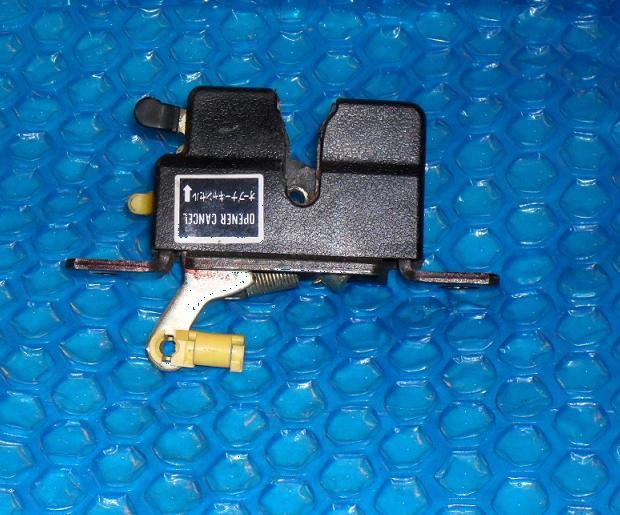 Mazda  626 Trunk Latch GD1E56820B  stk#(3063)
