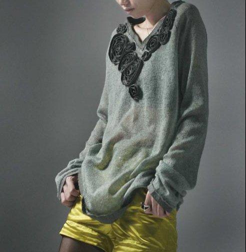 Black Roses - Thin Gray Sweater
